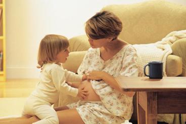 children talking with mum