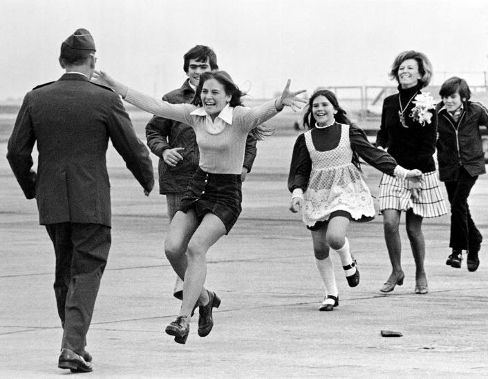 pow stirm greeted by family in 1973