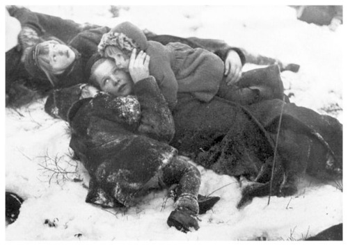 mother and children take cover finland 1940
