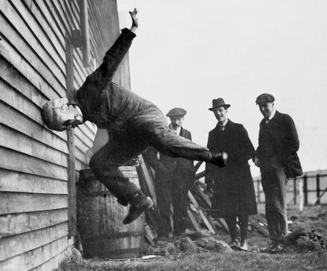 testing football helmet 1912