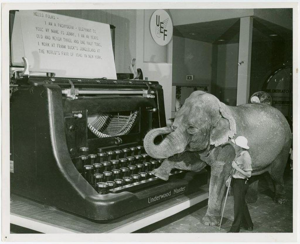 Daily History Picture: Giant Typewriter