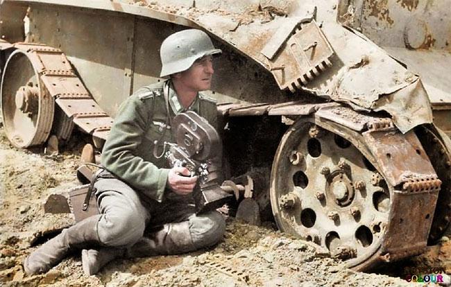 german-war-correspondent-1942-russian-tank