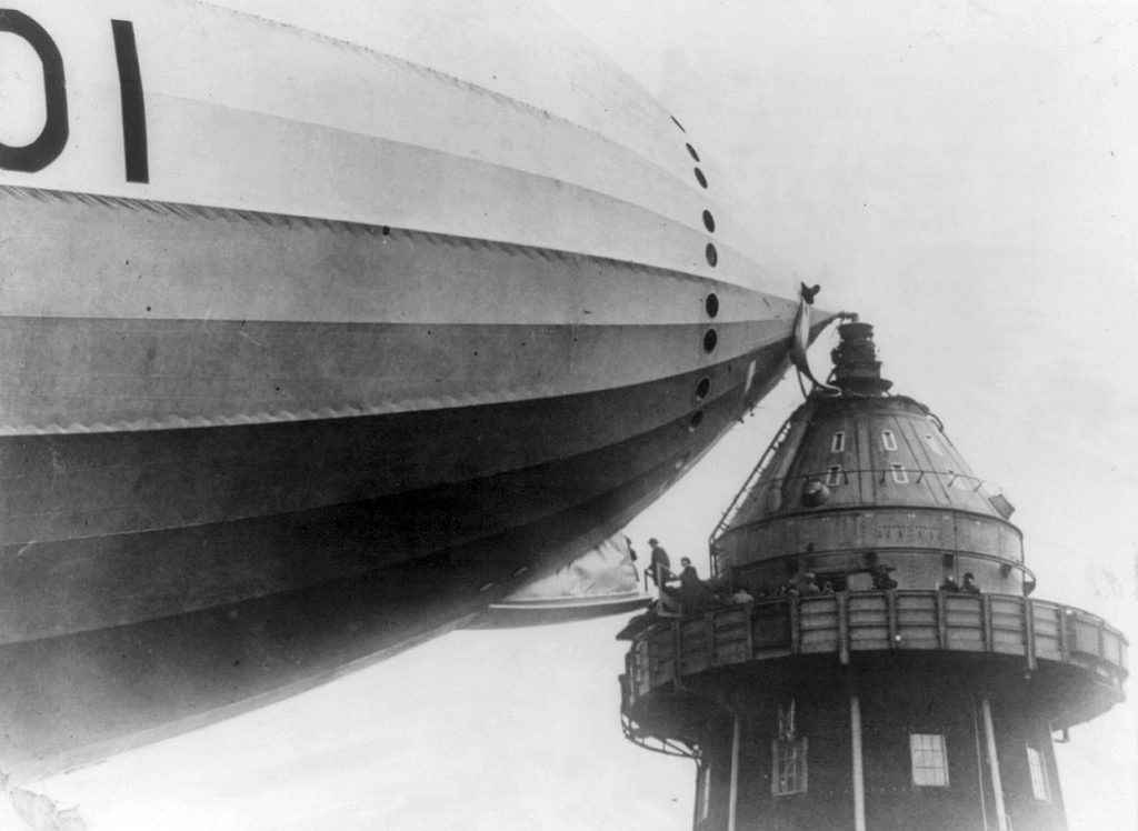Daily History Picture: Catching an Airship