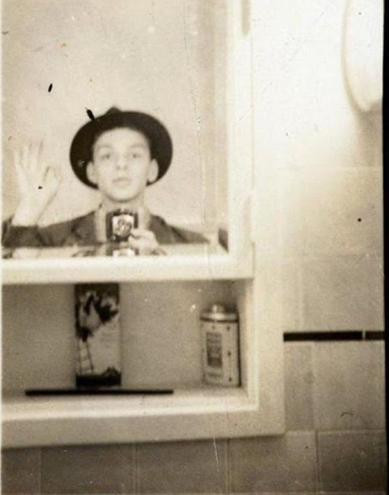 Daily History Picture: Sinatra Selfie